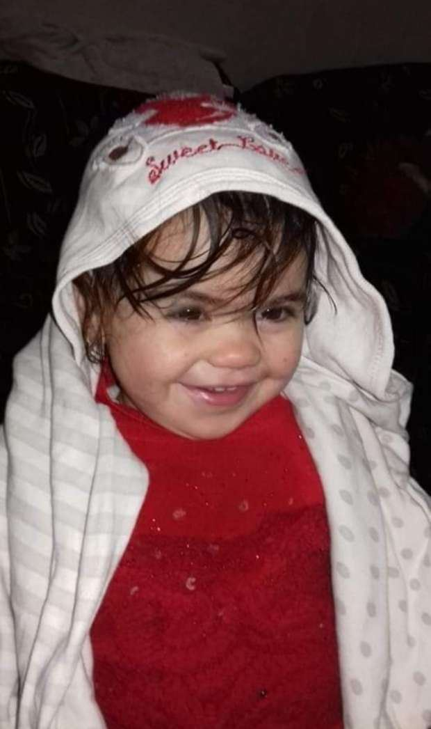 لفظت أنفاسها في أحضان والدتها ... قضية الطفلة منار تهزّ مصر