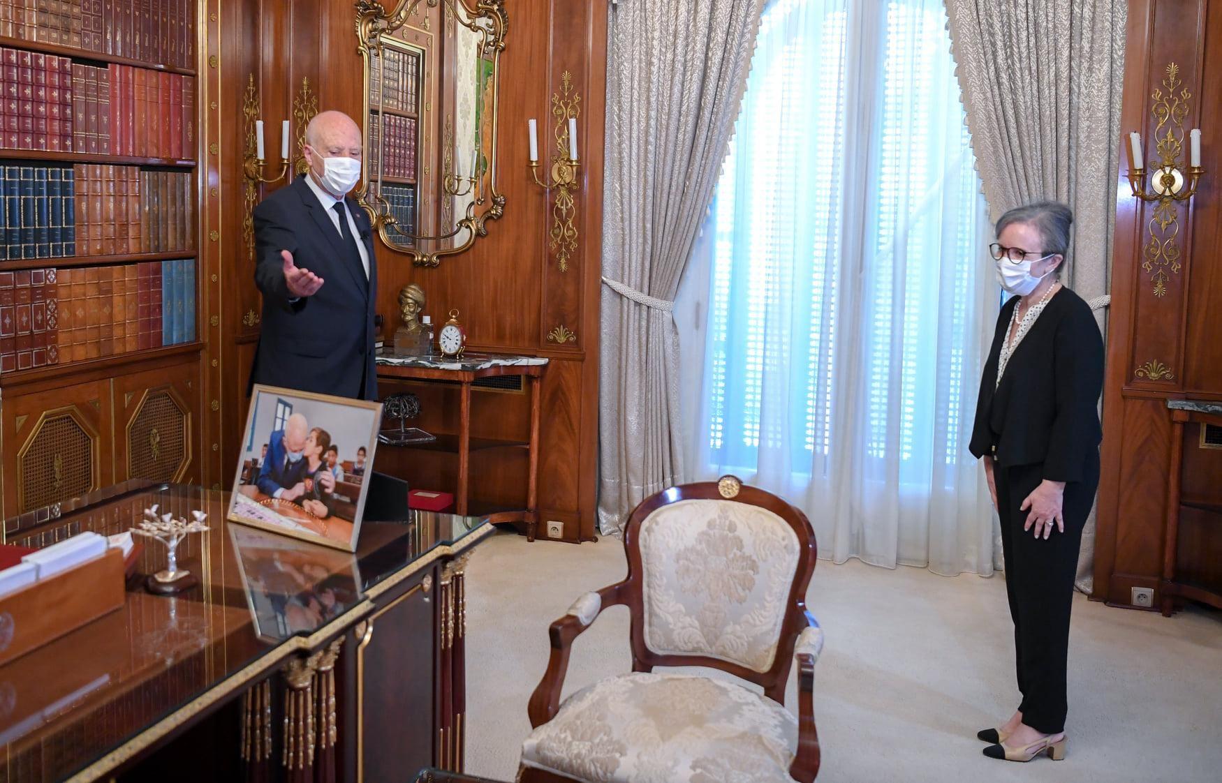 الرئيس التونسي قيس سعيد يحذّر من التدخل الأجنبي