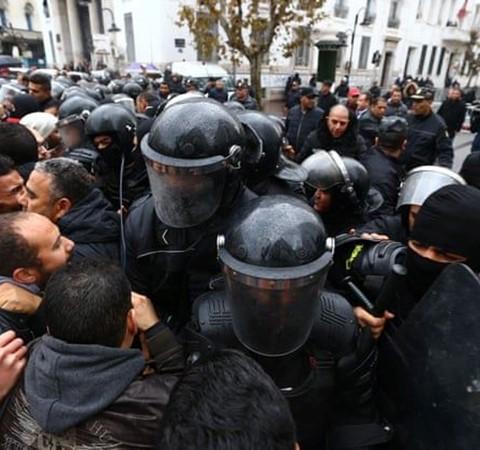 ماذا تفعل لو تمّ اعتقالك خلال المظاهرات؟